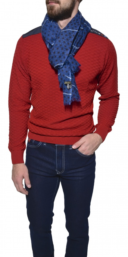 Červený vlnený pulóver